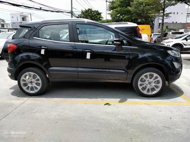 than xe ford ecosport mau den 3