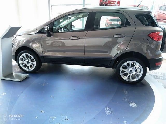 xe ford ecosport mau nau ho phach