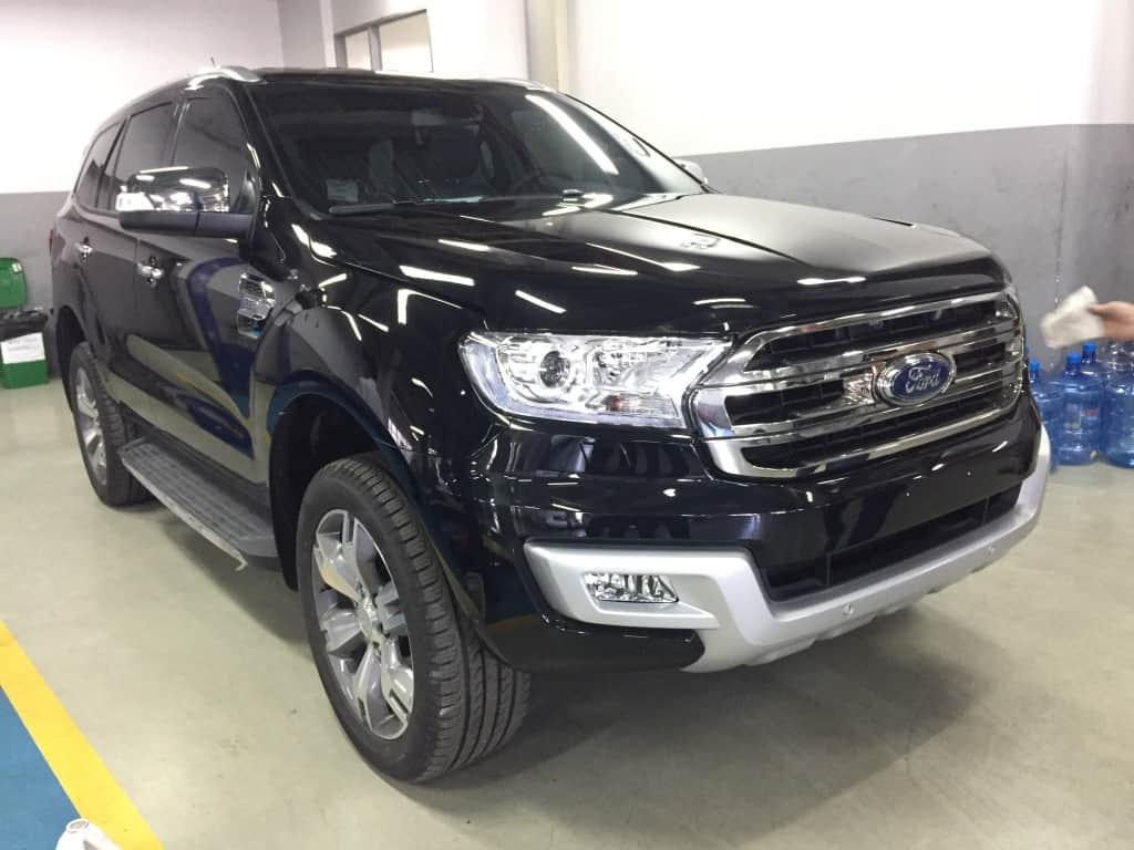 xe ford everest mau den