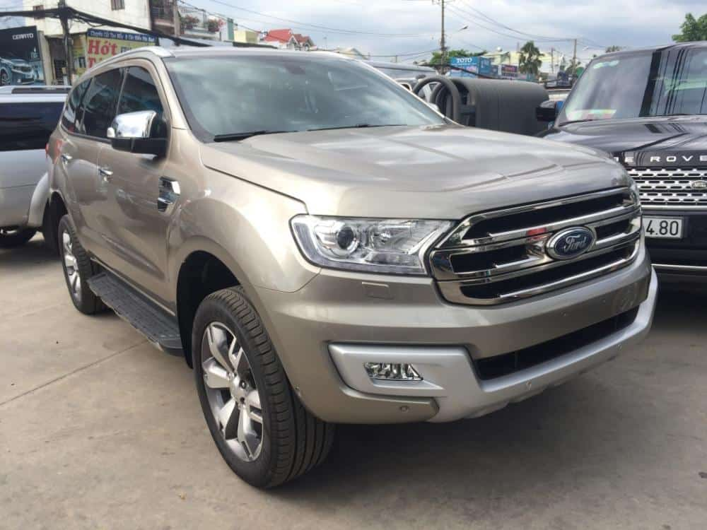 xe ford everest mau vang