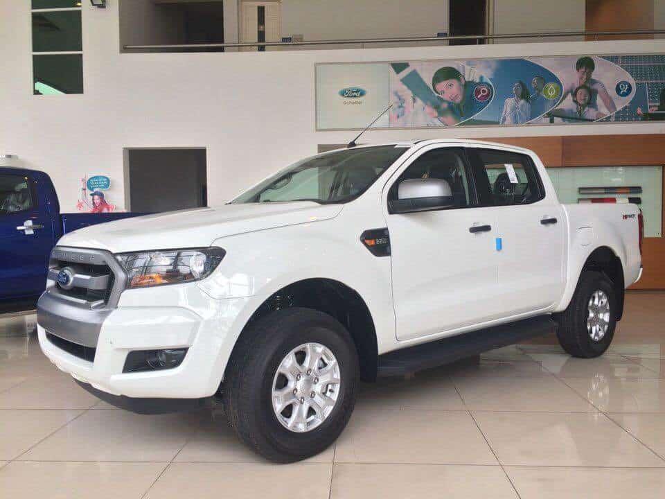 Ford Ranger số sàn 1 cầu màu trắng mới