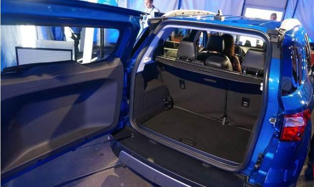 khoang hanh ly ford ecosport 2018