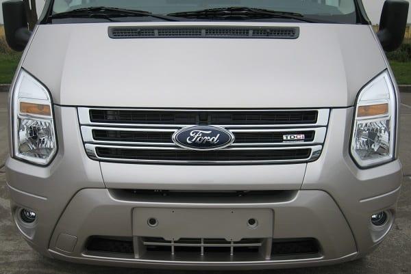 Xe Ford 16 chỗ Transit Luxury 13