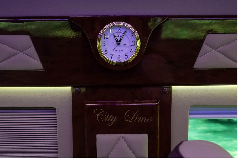 Xe Ford Transit 10 chỗ City Limousine cao cấp kèm giá bán hấp dẫn 37