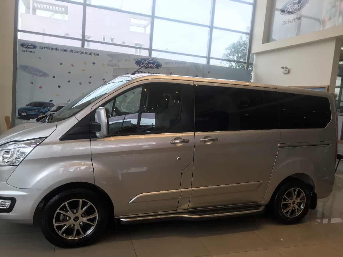 xe ford tourneo 7 cho titanium11