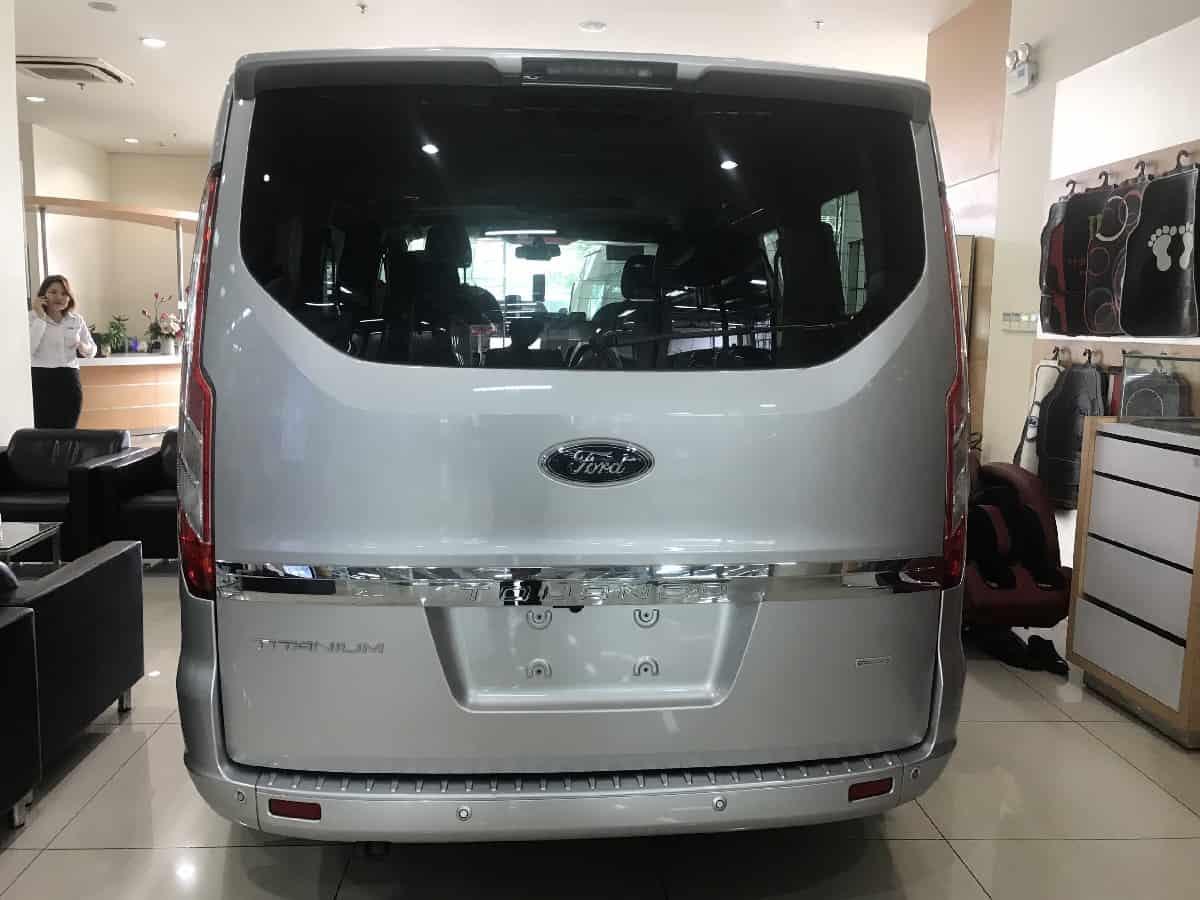 xe ford tourneo 7 cho titanium7
