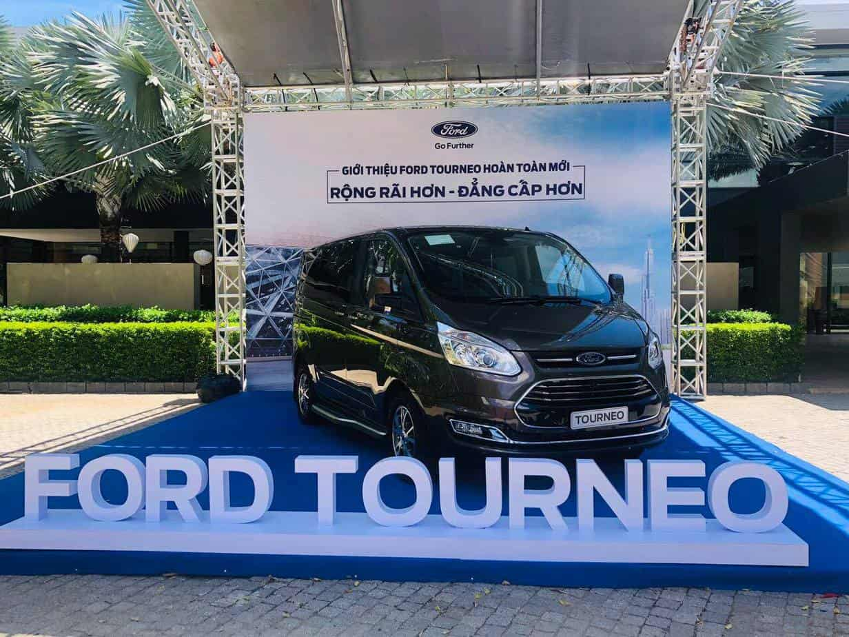 thong so ky thuat ford tourneo 7 cho moi 1