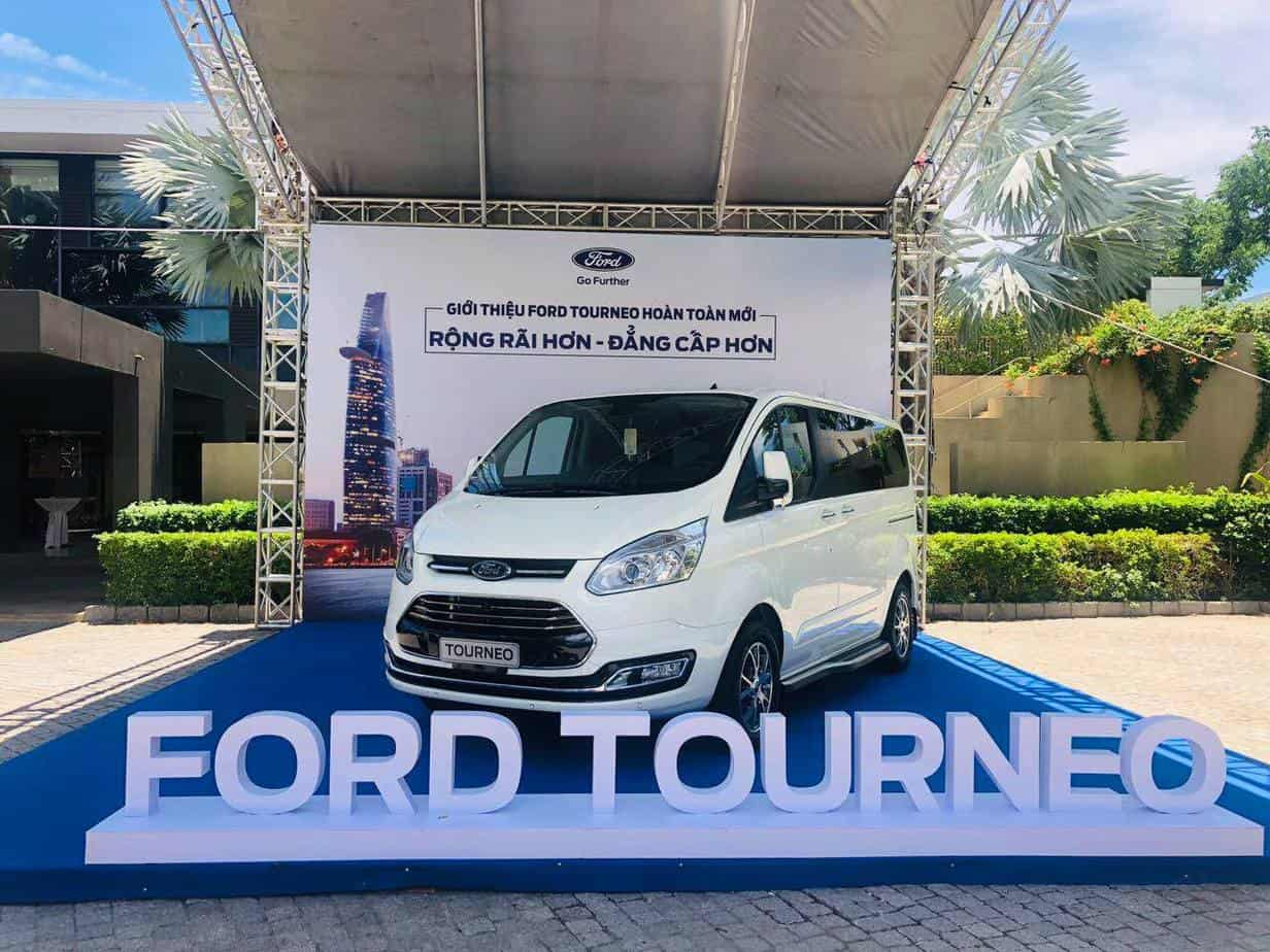 thong so ky thuat ford tourneo 7 cho moi 2
