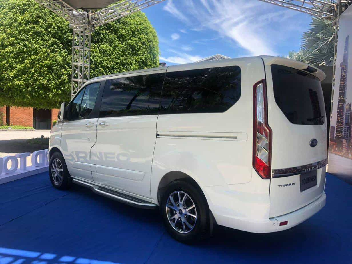 thong so ky thuat ford tourneo 7 cho moi 5
