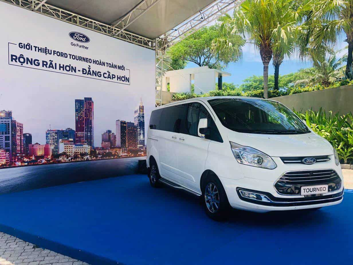 thong so ky thuat ford tourneo 7 cho moi 7