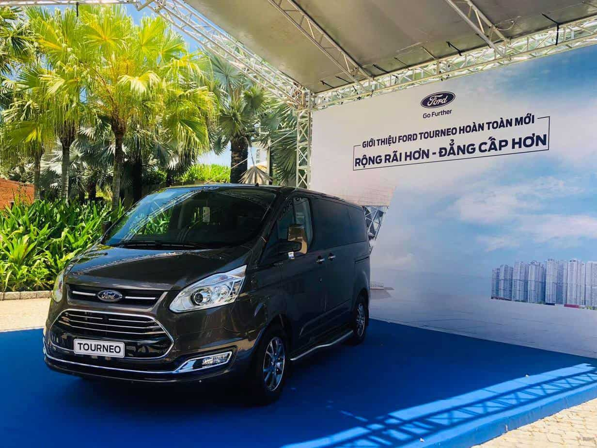 thong so ky thuat ford tourneo 7 cho moi 8